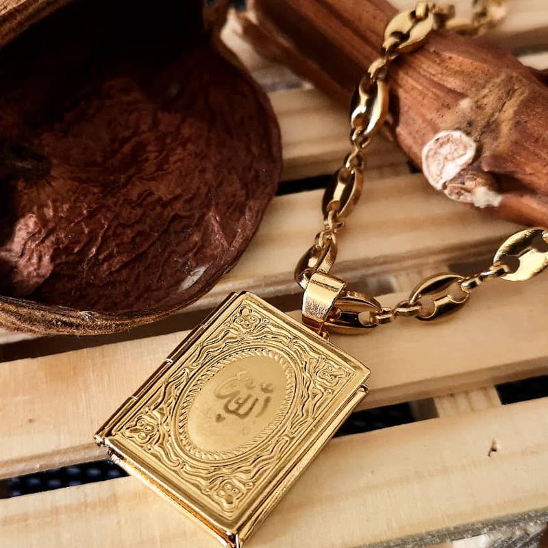 Photo holder necklace