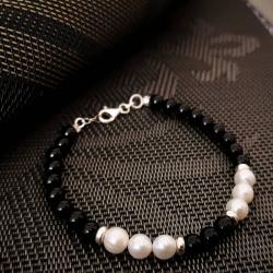 Bracelet with Onix & Pearls