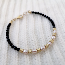 Pearls and Onyx bracelet